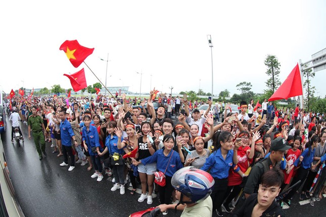 Olympic Việt Nam đã về tới sân bay Nội Bài ảnh 52