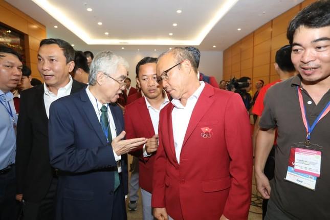 Olympic Việt Nam đã về tới sân bay Nội Bài ảnh 51