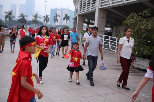 Olympic Việt Nam đã về tới sân bay Nội Bài ảnh 60