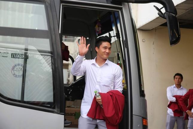 Olympic Việt Nam đã về tới sân bay Nội Bài ảnh 64