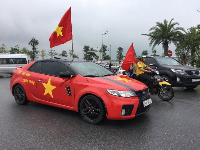 Olympic Việt Nam đã về tới sân bay Nội Bài ảnh 37