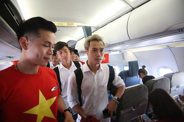 Olympic Việt Nam đã về tới sân bay Nội Bài ảnh 9
