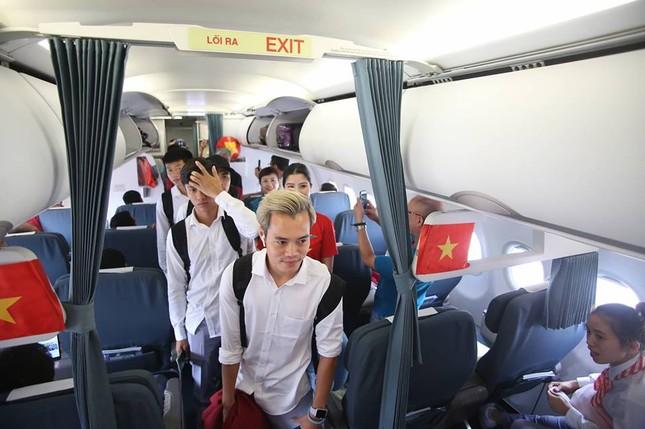Olympic Việt Nam đã về tới sân bay Nội Bài ảnh 10