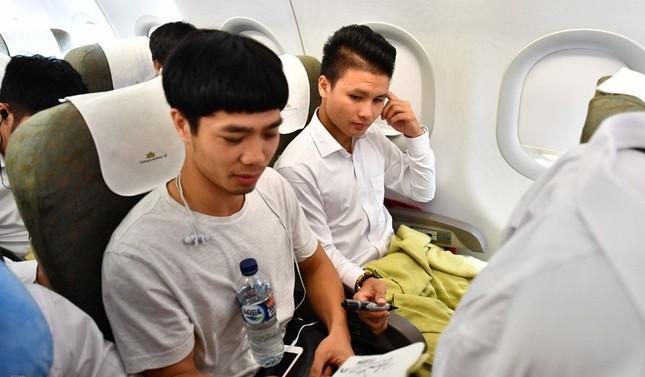 Olympic Việt Nam đã về tới sân bay Nội Bài ảnh 13