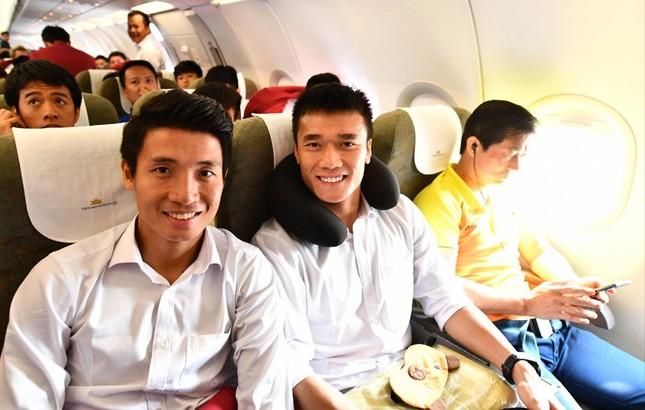 Olympic Việt Nam đã về tới sân bay Nội Bài ảnh 14