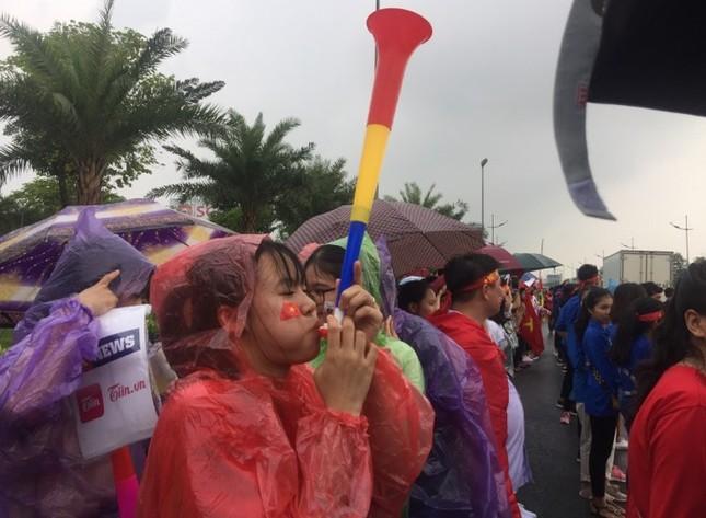 Olympic Việt Nam đã về tới sân bay Nội Bài ảnh 23