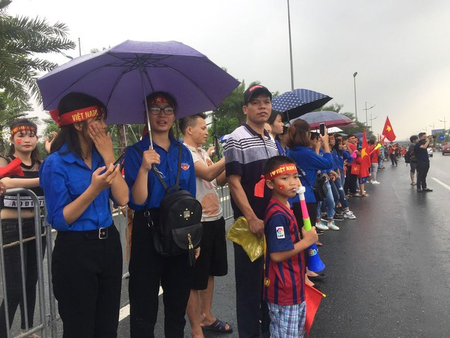 Olympic Việt Nam đã về tới sân bay Nội Bài ảnh 24