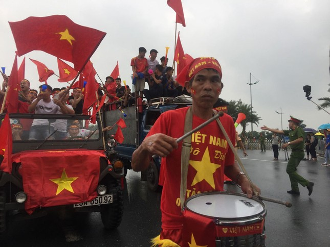 Olympic Việt Nam đã về tới sân bay Nội Bài ảnh 25