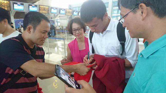 Olympic Việt Nam đã về tới sân bay Nội Bài ảnh 5