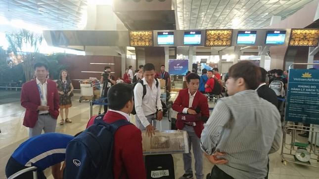 Olympic Việt Nam đã về tới sân bay Nội Bài ảnh 2