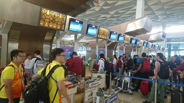 Olympic Việt Nam đã về tới sân bay Nội Bài ảnh 1