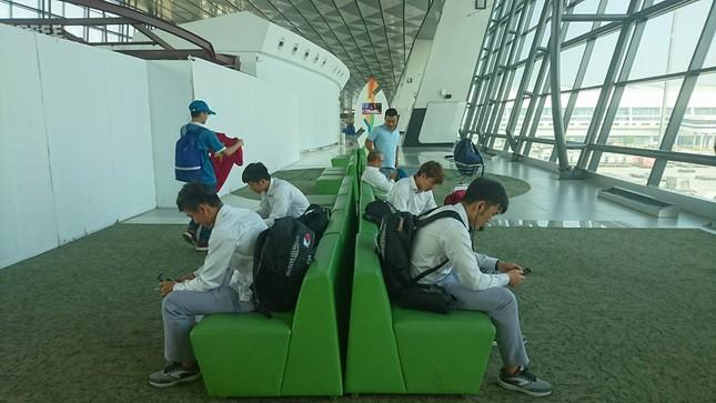 Olympic Việt Nam đã về tới sân bay Nội Bài ảnh 7