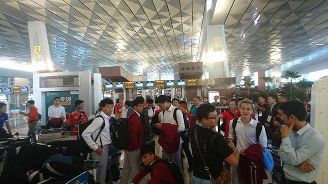 Olympic Việt Nam đã về tới sân bay Nội Bài ảnh 8