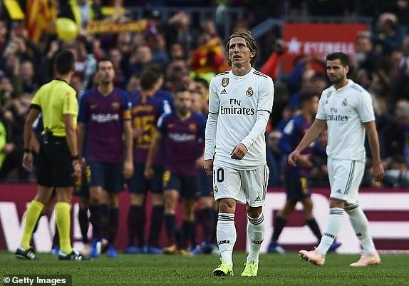 Suarez lập hat-trick, Barcelona vùi dập Real Madrid ở Siêu kinh điển ảnh 15