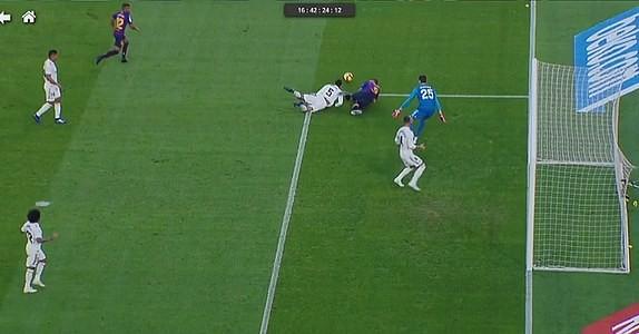 Suarez lập hat-trick, Barcelona vùi dập Real Madrid ở Siêu kinh điển ảnh 11
