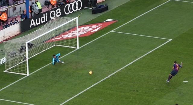 Suarez lập hat-trick, Barcelona vùi dập Real Madrid ở Siêu kinh điển ảnh 13
