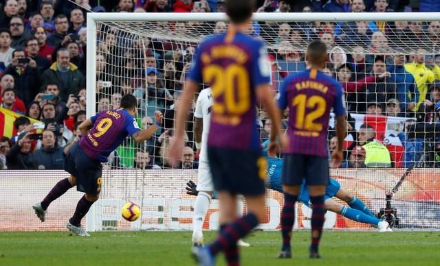 Suarez lập hat-trick, Barcelona vùi dập Real Madrid ở Siêu kinh điển ảnh 14