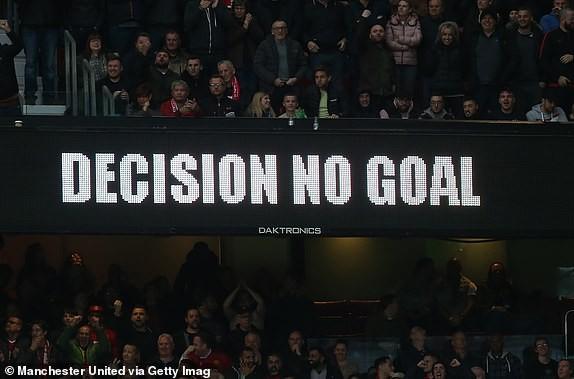 VAR 2 lần trợ giúp, M.U vẫn không thắng được Liverpool ảnh 11