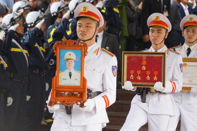 Tiễn biệt 3 liệt sĩ công an hy sinh ở Đồng Tâm ảnh 32