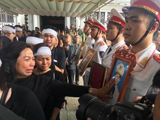 Tiễn biệt 3 liệt sĩ công an hy sinh ở Đồng Tâm ảnh 34