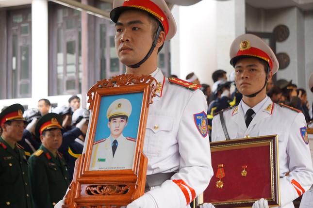 Tiễn biệt 3 liệt sĩ công an hy sinh ở Đồng Tâm ảnh 31
