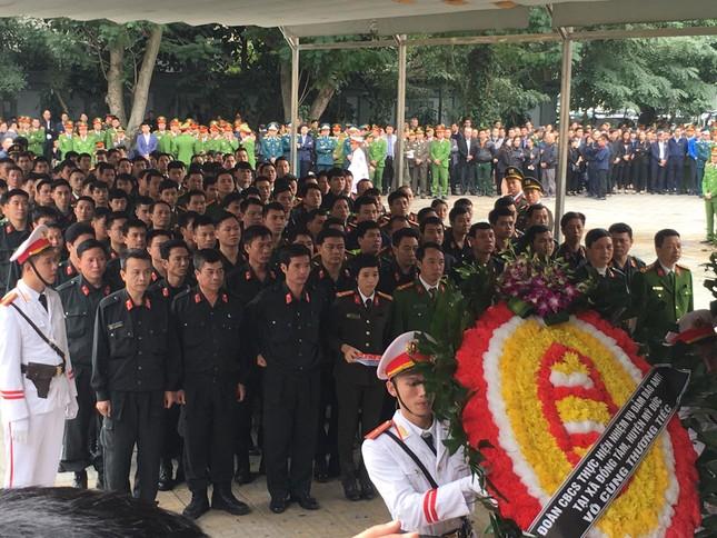 Tiễn biệt 3 liệt sĩ công an hy sinh ở Đồng Tâm ảnh 14