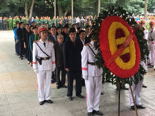 Tiễn biệt 3 liệt sĩ công an hy sinh ở Đồng Tâm ảnh 16