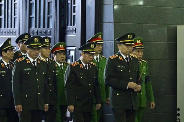 Tiễn biệt 3 liệt sĩ công an hy sinh ở Đồng Tâm ảnh 13