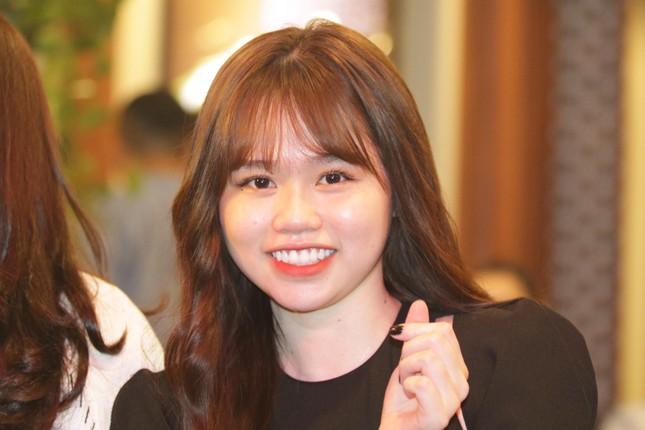 Bạn gái mới 'kèm sát' Quang Hải ở Gala Quả bóng vàng ảnh 2