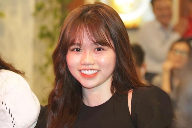 Bạn gái mới 'kèm sát' Quang Hải ở Gala Quả bóng vàng ảnh 1