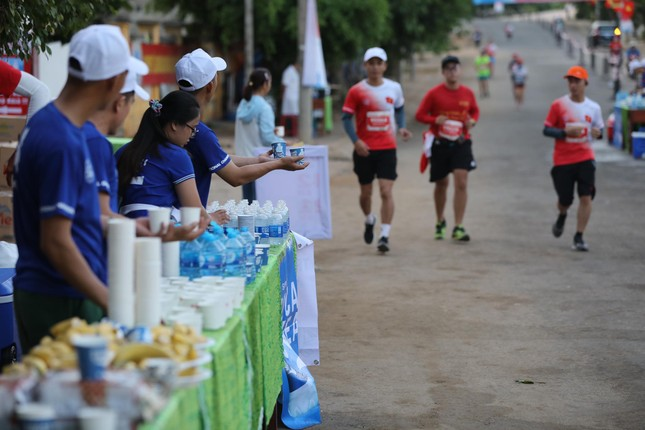 Tiền Phong Marathon 2020: Chiếc bể ngâm đá đặc biệt ở Lý Sơn ảnh 3