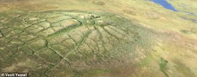 Bí ẩn 'hố tử thần' sâu hun hút bất ngờ xuất hiện ở Siberia ảnh 1