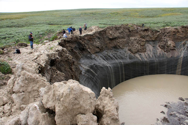 Bí ẩn 'hố tử thần' sâu hun hút bất ngờ xuất hiện ở Siberia ảnh 2
