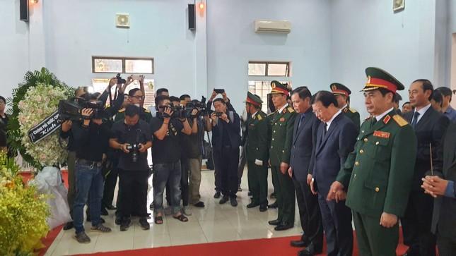 Hàng ngàn người tiễn biệt 13 liệt sĩ hy sinh tại Rào Trăng ảnh 7
