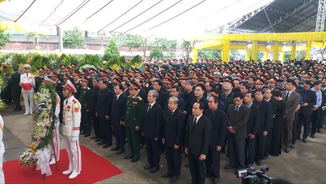 Hàng ngàn người tiễn biệt 13 liệt sĩ hy sinh tại Rào Trăng ảnh 1