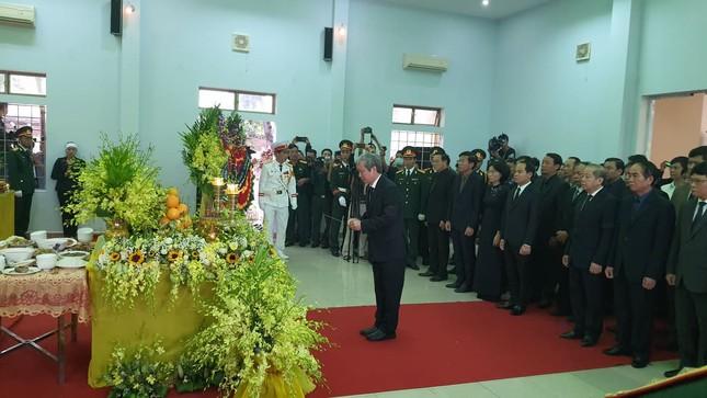 Hàng ngàn người tiễn biệt 13 liệt sĩ hy sinh tại Rào Trăng ảnh 12