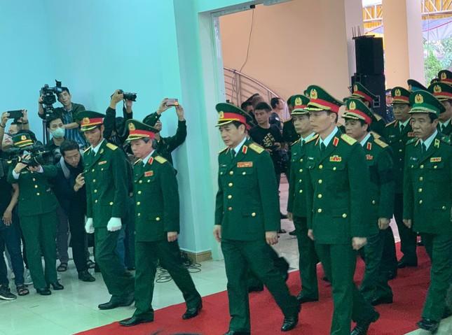 Hàng ngàn người tiễn biệt 13 liệt sĩ hy sinh tại Rào Trăng ảnh 9