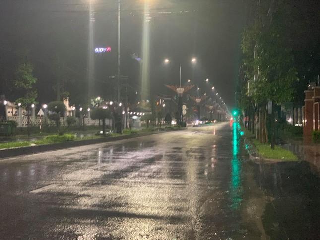 Bão số 9 áp sát, Quảng Ngãi mưa lớn, gió rít từng hồi ảnh 22