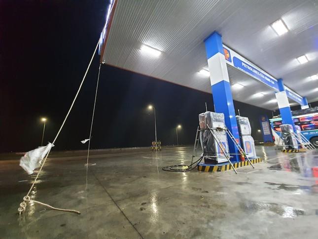 Bão số 9 áp sát, Quảng Ngãi mưa lớn, gió rít từng hồi ảnh 7