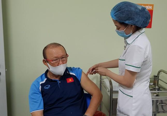 Hình ảnh đầu tiên HLV Park Hang Seo sau khi tiêm vắc xin COVID-19 ảnh 1
