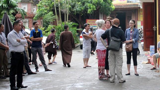 Chuyển 18 trẻ khỏi chùa Bồ Đề ảnh 8