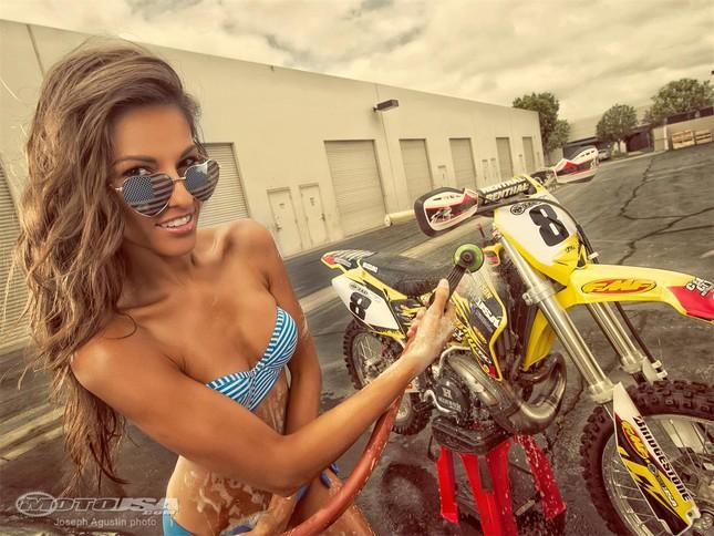 """Phát """"sốt"""" với người đẹp rửa xế nổ Suzuki ảnh 1"""