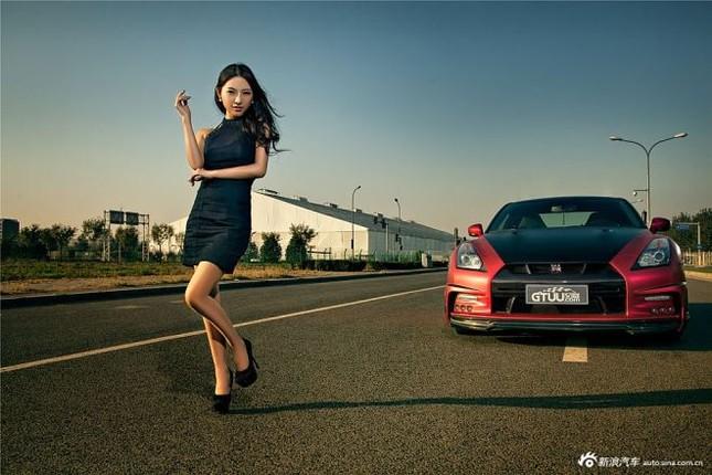 Người đẹp khoe chân dài miên man bên Nissan GT-R ảnh 9