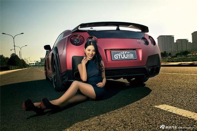 Người đẹp khoe chân dài miên man bên Nissan GT-R ảnh 11