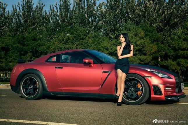 Người đẹp khoe chân dài miên man bên Nissan GT-R ảnh 12