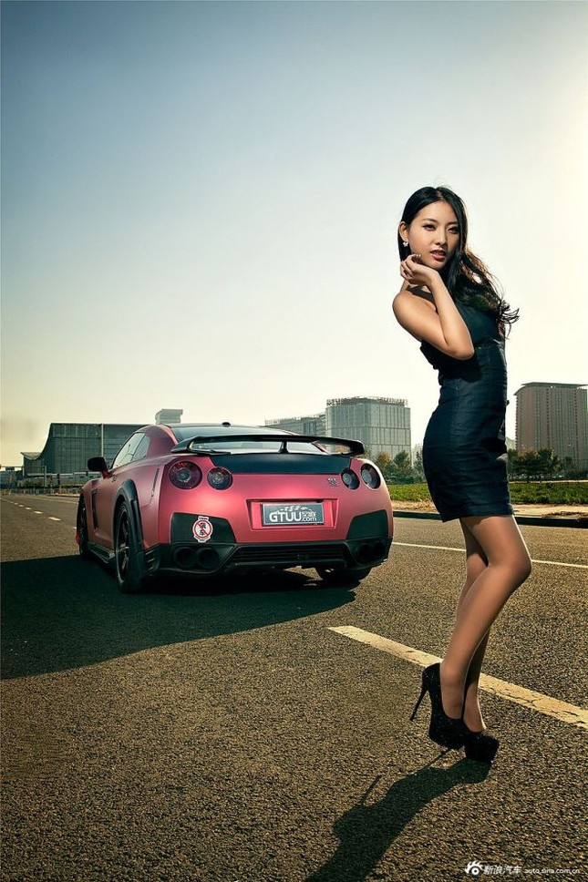 Người đẹp khoe chân dài miên man bên Nissan GT-R ảnh 13