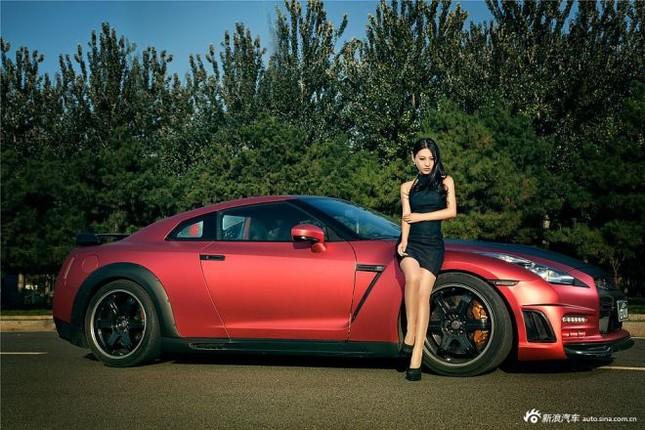 Người đẹp khoe chân dài miên man bên Nissan GT-R ảnh 2