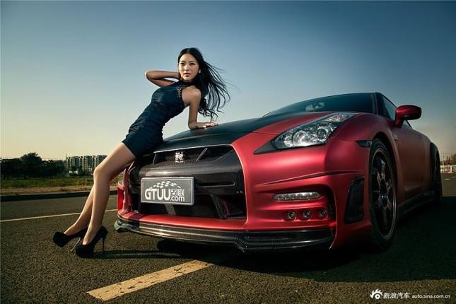 Người đẹp khoe chân dài miên man bên Nissan GT-R ảnh 3