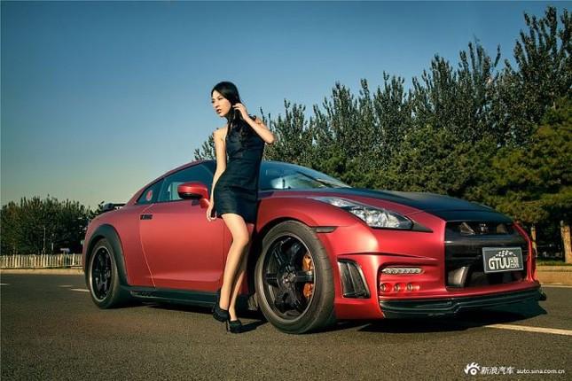 Người đẹp khoe chân dài miên man bên Nissan GT-R ảnh 4