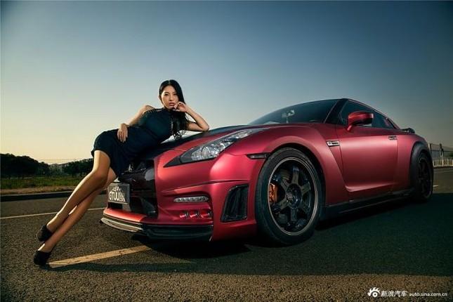 Người đẹp khoe chân dài miên man bên Nissan GT-R ảnh 6